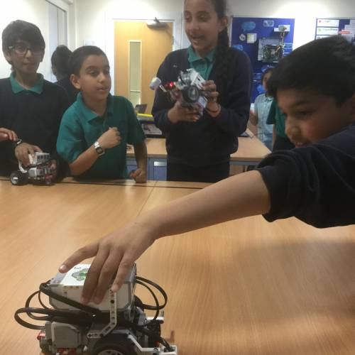 Its finally our turn… Yr5s from The Valley's computer science trip